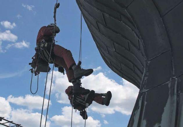 Kletterausrüstung Industrie : Hochseilakt an der kirchturmspitze nachrichten aktuell kirche